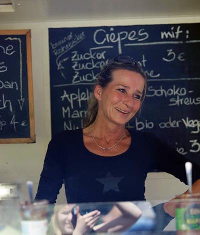 Karin Storre an ihrem Stand